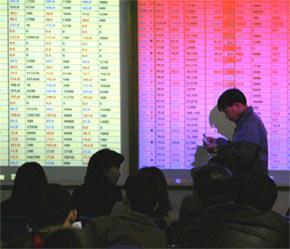 Ngân hàng Thế giới (WB) ước tính các nhà đầu tư nước ngoài đã đầu tư khoảng 4 tỷ USD vào thị trường chứng khoán ở Việt Nam - Ảnh: TP.