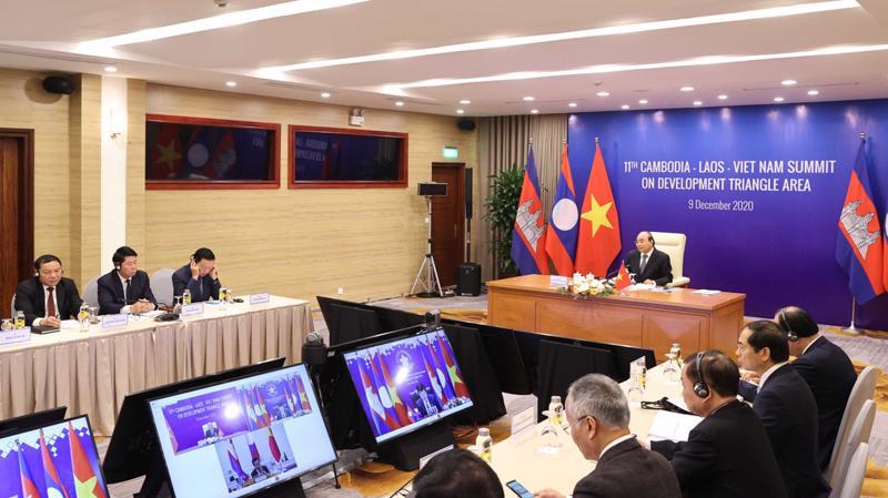 Thủ tướng Nguyễn Xuân Phúc dự Hội nghị Cấp cao Khu vực Tam giác phát triển Campuchia - Lào - Việt Nam (CLV) lần thứ 11 theo hình thức trực tuyến - Ảnh: Bộ Ngoại giao