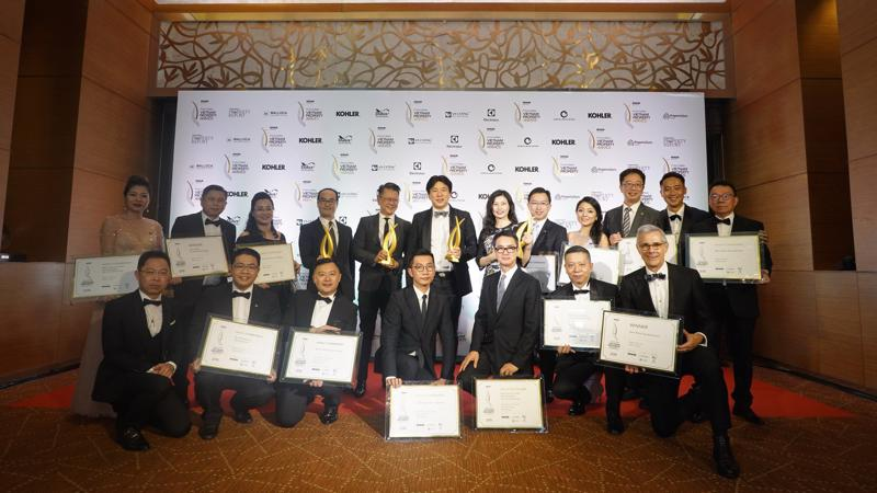 Đại diện Alpha King nhận loạt giải thưởng tại lễ trao giải bất động sản uy tín nhất Việt Nam 2018.