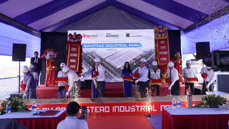 Đại diện chủ đầu tư và các đối tác làm Lễ khởi công dự án Boustead Industrial Park – giai đoạn 2.