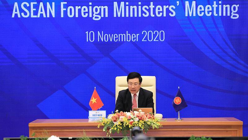 Phó Thủ tướng, Bộ trưởng Bộ Ngoại giao Phạm Bình Minh chủ trì Hội nghị Bộ trưởng Ngoại giao ASEAN - Ảnh: VGP.