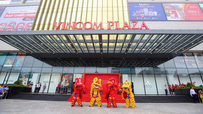 Các trung tâm thương mại Vincom Plaza được thiết kế sang trọng, hiện đại – là điểm nhấn kiến trúc của thành phố.