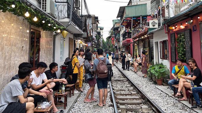 Hà Nội vẫn giữ quan điểm không cho phép tồn tại các quán cà phê kinh doanh sát đường tàu.