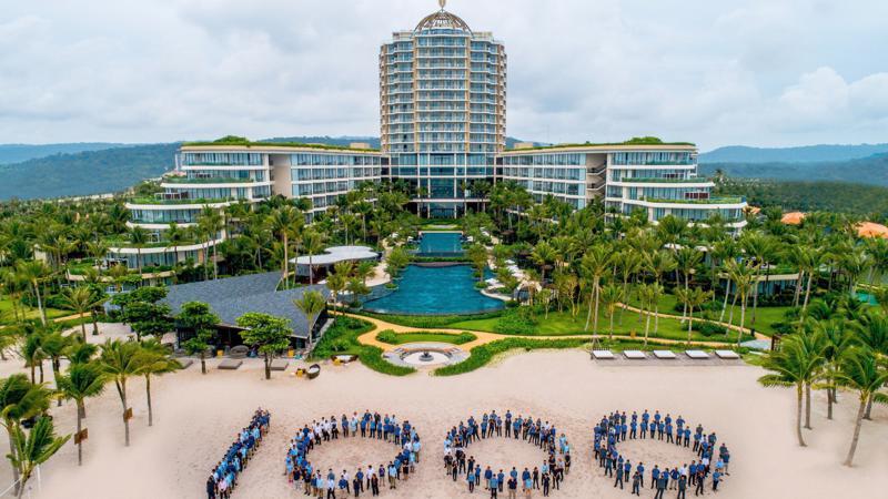 InterContinental Phu Quoc Long Beach Resort là khu nghỉ dưỡng thứ 1000 của tập đoàn IHG tại khu vực Châu Âu, Trung Đông, Châu Á và Châu Phi (EMEAA).