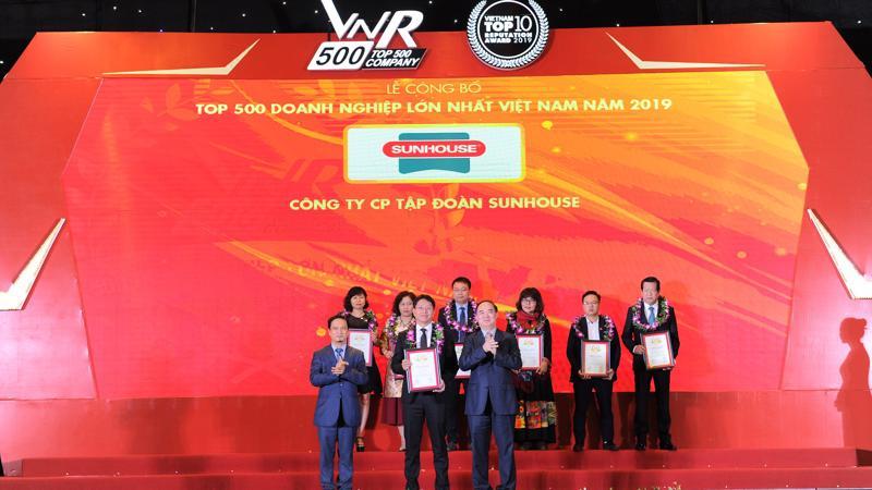 Ông Nguyễn Đại Thắng - Tổng giám đốc Tập đoàn Sunhouse, đại diện công ty nhận chứng nhận VNR500.