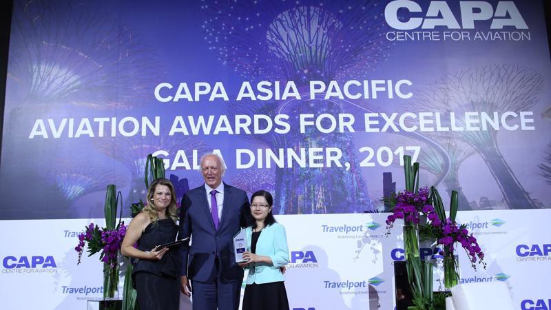 Theo CAPA, Vietnam Airlines nhận được giải thưởng này nhờ sự tăng trưởng mạnh mẽ với các chỉ số tài chính ấn tượng và quá trình cổ phần hóa thành công.