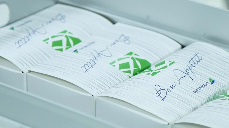 Các chuyến bay Fly Green của Bamboo Airways thay thế sản phẩm nhựa dùng một lần bằng các vật liệu có thể tái chế hoặc tự phân hủy.