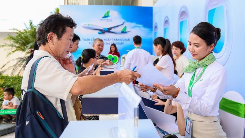 Chưa hết thời gian mở bán, hàng trăm tấm vé ưu đãi với mức giá chỉ từ 265.000 VND và 199.000 VND đã chính thức tìm được chủ nhân.