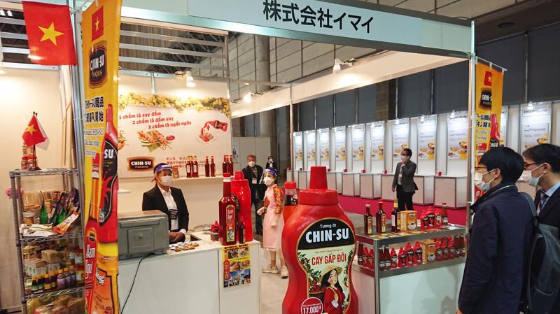 Tương ớt Chin-su chính thức được nhập khẩu và kinh doanh tại thị trường Nhật Bản vào tháng 8/2019. Đối với thị trường Nhật Bản, Masan Consumer dành nhiều thời gian để tìm hiểu và nghiên cứu sâu về nền ẩm thực, cách ăn và độ ngọt mặn, chua cay trong từng món ăn của người Nhật nhằm tạo ra sản phẩm phù hợp với khẩu vị người dùng.
