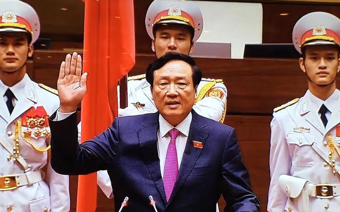 Chánh án Toà án Nhân dân Tối cao tuyên thệ trước Quốc hội.