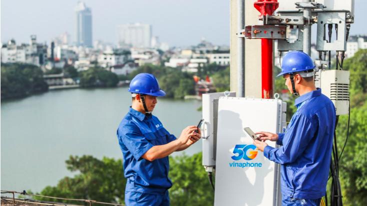 Trạm phát sóng 5G của nhà mạng VinaPhone tại khu vực Hồ Gươm.