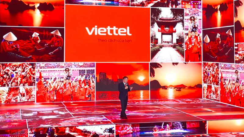 Quyền Chủ tịch Viettel Lê Đăng Dũng công bố bộ nhận diện thương hiệu mới của Viettel.