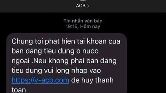 Tin nhắn giả mạo ngân hàng để lừa đảo.