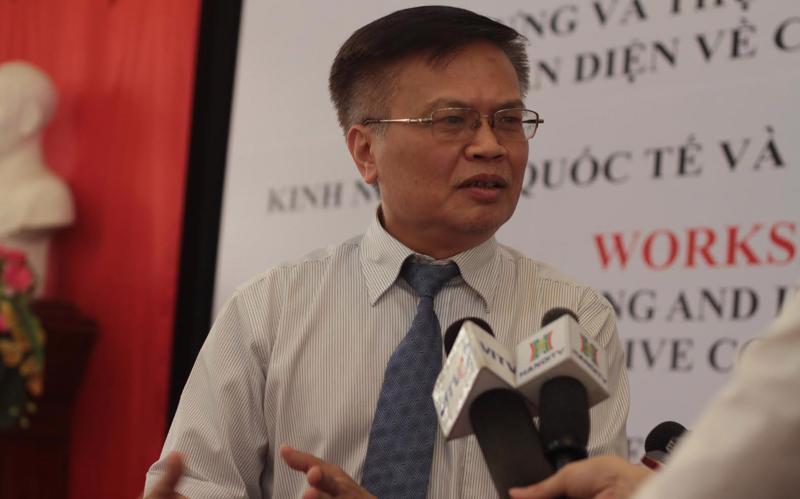 TS. Nguyễn Đình Cung,Viện trưởng Viện Nghiên cứu quản lý kinh tế Trung ương - người chủ trì báo cáo kinh tế vĩ mô quý 1/2016.