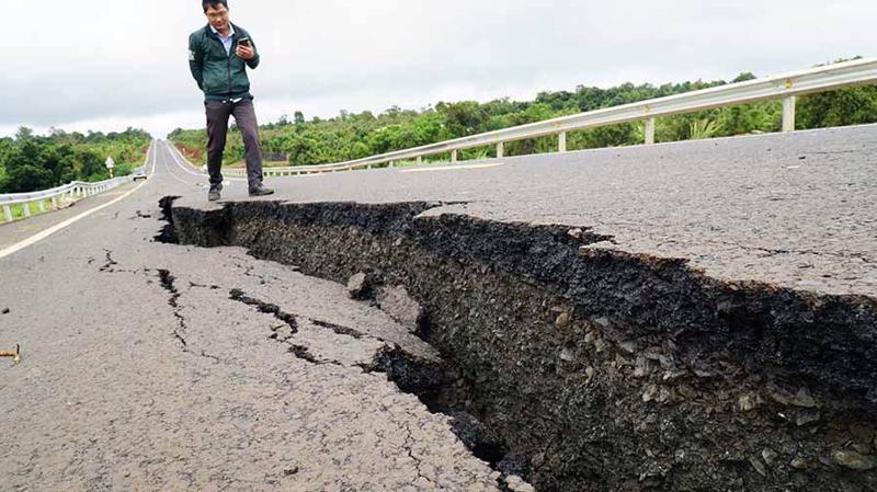 Một số đoạn Dự án đường Hồ Chí Minh đoạn tránh Chư Sê xuất hiện lún, nứt dù đoạn dự án này mới thi công xong.