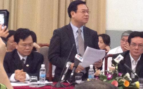 Đều nhất trí hiến định vai trò lãnh đạo của Đảng Cộng sản Việt Nam, một số vị cán bộ mặt trận không đồng tình bỏ quy định vai trò chủ đạo của kinh tế nhà nước - Ảnh: N.H.<br>