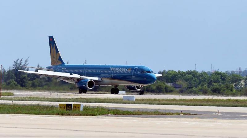 Hành khách trên các chuyến bay bị ảnh hưởng của cơn bão Kong-Rey sẽ được Vietnam Airlines hỗ trợ chuyển miễn phí sang các chuyến bay khác cùng hành trình theo yêu cầu.