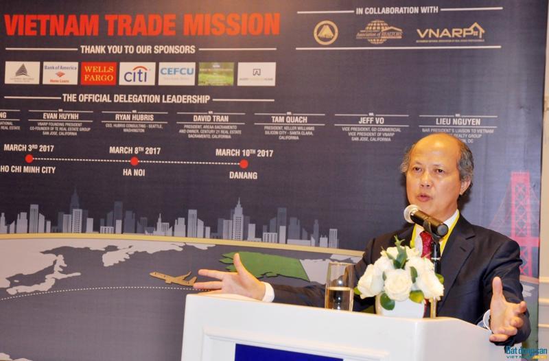 Chủ tịch VnRea Nguyễn Trần Nam cho rằng, cơ cấu dân số, lực lượng lao động trẻ đông đảo, tỷ lệ gia  đình trẻ gia tăng… là những nhân tố tác động tích cực đến thị trường bất  động sản trong nước. <br>
