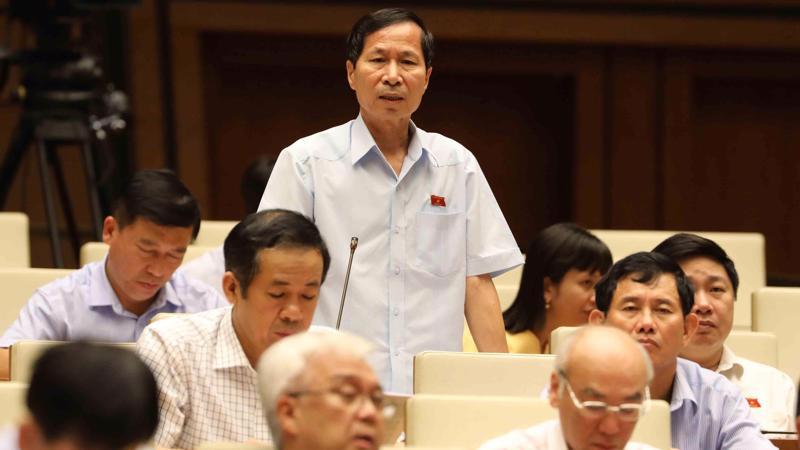 Đại biểu Bùi Văn Phương phát biểu tại hội trường.