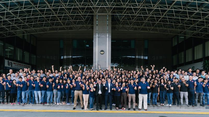 Tập thể lãnh đạo và nhân viên công ty NashTech.