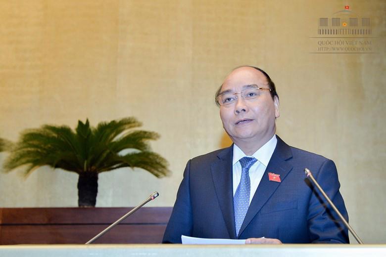 Sáng 17/11, trước khi trả lời chất vấn trực tiếp, Thủ tướng Nguyễn Xuân Phúc đã báo cáo, giải trình một số vấn đề mà nhiều vị đại biểu Quốc hội và cử tri cả nước quan tâm, chất vấn.<br>
