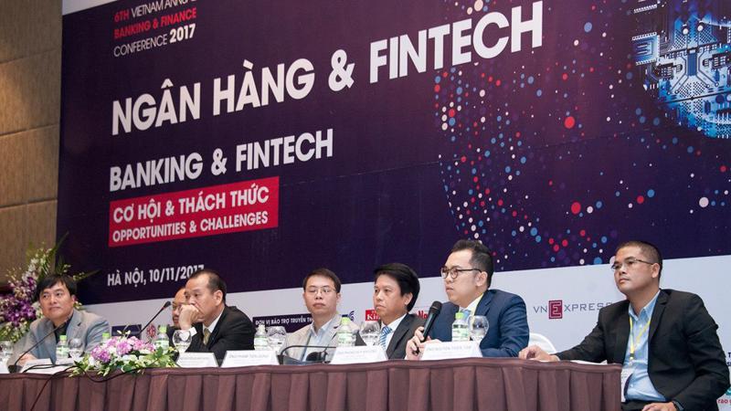 Ông Phùng Duy Khương chia sẻ về việc hợp tác giữa VietinBank và Fintech.