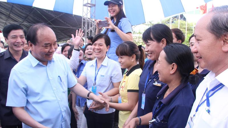 Thủ tướng Nguyễn Xuân Phúc đã đối thoại với công nhân miền Trung và miền Nam trong 2016 và 2017.