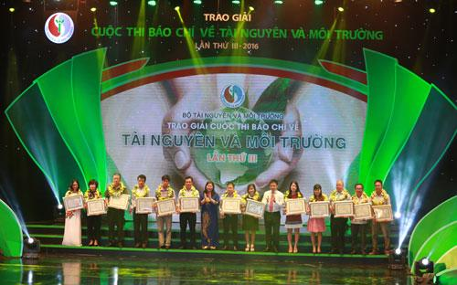 <div>Nhân dịp này, Bộ Tài nguyên và Môi trường cảm ơn sự đồng hành tài trợ của Ngân hàng Thương mại Cổ phần Công thương Việt Nam - VietinBank.</div>