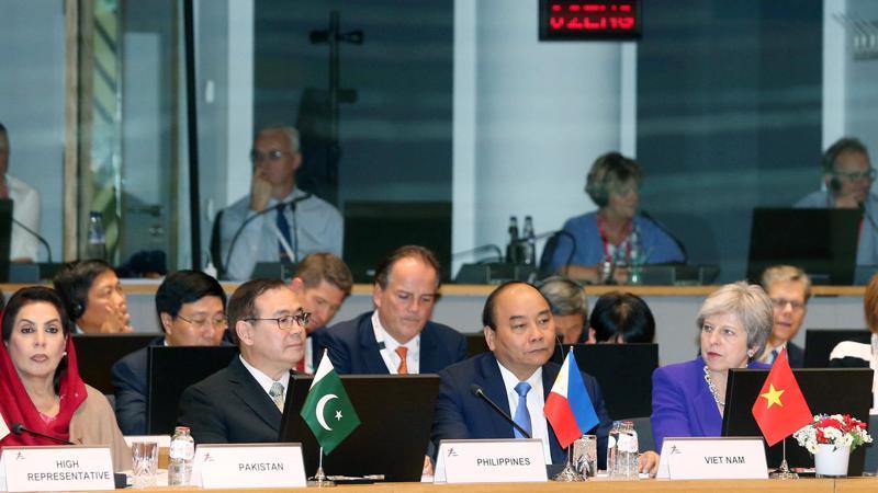 Thủ tướng Nguyễn Xuân Phúc nhấn mạnh hòa bình, hợp tác và phát triển là dòng chảy chính của thời đại.