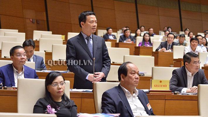 Bộ trưởng Nguyễn Mạnh Hùng cũng đã tham gia trả lời chất vấn tại Quốc hội tại kỳ họp trước dù không nằm trong danh sách chính thức trả lời chất vấn.