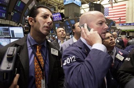 Nhóm cổ phiếu công nghiệp giảm tới 1,1% trong phiên giao dịch ngày 2/7, mạnh nhất trong 10 nhóm ngành thuộc chỉ số S&amp;P 500 - Ảnh: AP.<br>