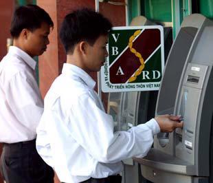 Cục Công nghệ tin học ngân hàng cũng đang nghiên cứu để đưa ra một chuẩn thẻ ATM mới, đó là thẻ Chip sẽ thay cho thẻ từ.