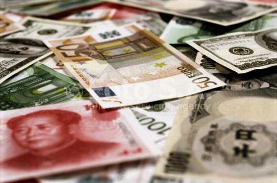 Tranh chấp xung quanh vấn đề tiền tệ tiếp tục dữ dội.