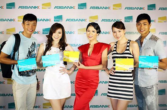 Ngày 29/9, ABBank tổ chức lễ ra mắt và giới thiệu các loại thẻ ABBank Visa Credit tại Hà Nội.