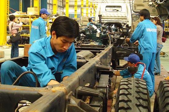 Vinaxuki đã bắt đầu quá trình kinh doanh của mình với việc lắp ráp xe tải nhẹ, tải trung, rồi bán tải, trước khi lắp ráp xe con và tải nặng.