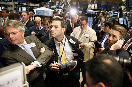 Giao dịch vẫn khá thận trọng khi nhà đầu tư đang ngóng tin tức về chính sách tiền tệ và triển vọng nền kinh tế từ FED - Ảnh: Reuters.
