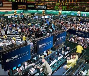 Giới đầu tư quốc tế đang chờ đợi quyết định của Quốc hội Mỹ về kế hoạch hỗ trợ ngành tài chính - Ảnh: Bloomberg.