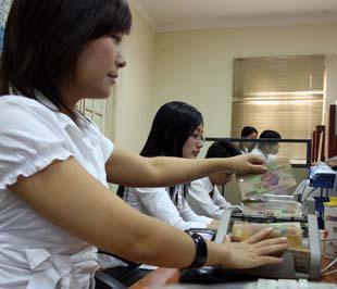 Giảm lãi suất cho vay là một yêu cầu thực tế từ khó khăn của các doanh nghiệp trong thời gian qua, đặc biệt là các doanh nghiệp vừa và nhỏ - Ảnh: Việt Tuấn.