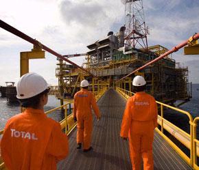 Năm qua, các công ty dầu lửa đã thu được lợi nhuận lớn nhờ giá dầu cao, nhưng theo các chuyên gia, nguồn lợi này đang giảm đi do khoản lãi từ ngành lọc dầu đang giảm.