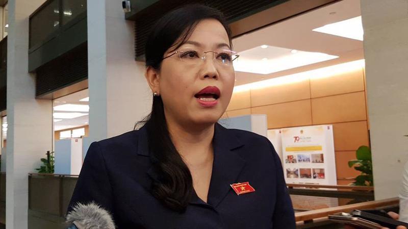 Trưởng ban Dân nguyện Nguyễn Thanh Hải trả lời báo chí bên hành lang Quốc hội.