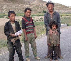 Theo báo cáo thành tựu lớn nhất đạt được là ở Đông Á với số người sống trong tình trạng đói nghèo giảm từ 33% năm 1990 xuống còn 9,9% năm 2004.