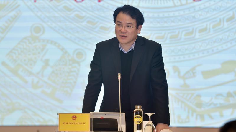Thứ trưởng Bộ Kế hoạch và Đầu tư Trần Quốc Phương trả lời câu hỏi của các nhà báo.