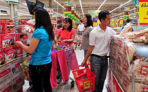 """<span style=""""font-family: 'Times New Roman'; font-size: 15px;"""">Nếu loại trừ yếu tố giá thì tốc độ tăng trưởng tổng mức bán lẻ hàng hoá và dịch vụ tiêu dùng 6 tháng tăng 4,9%, thấp hơn mức tăng cùng kỳ năm 2012 (6,7%).</span>"""