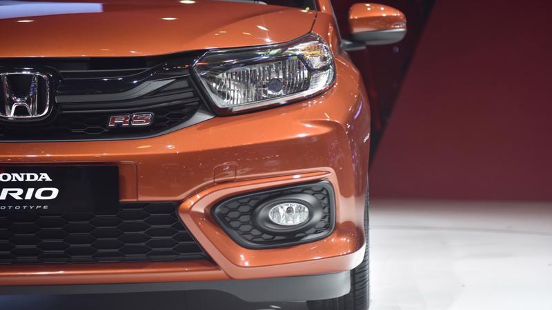 """Nhân dịp ra mắt, Honda Việt Nam triển khai chương trình khuyến mại """"Đặt xe ngay, nhận quà liền tay"""" dành cho khách hàng đặt mua Honda Brio."""