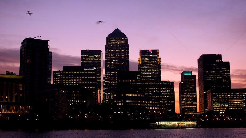 S&P dự báo nhiều hệ thống ngân hàng phải tới năm 2023 hoặc lâu hơn nữa mới có thể phục hồi mức trước Covid-19 - Ảnh: Reuters
