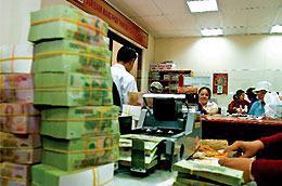 Theo HSBC, áp lực lạm phát ở Việt Nam hiện đang còn mạnh, với tỷ lệ lạm phát được ngân hàng này dự báo sẽ lên tới mức 12% vào cuối quý 2 năm nay.