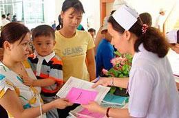 Chiến lược an sinh xã hội đề ra mục tiêu đến năm 2014 phải đạt 100% dân số tham gia bảo hiểm y tế.