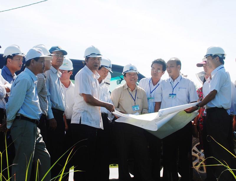 Ông Nguyễn Bá Thanh, nguyên Bí thư Thành ủy Đà Nẵng trong một lần kiểm tra công trình xây dựng khu dân cư mới tại Đà Nẵng.<br>