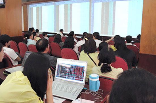 Rất nhiều cổ phiếu đang được thị trường định giá ở mức dưới 10.000 đồng.
