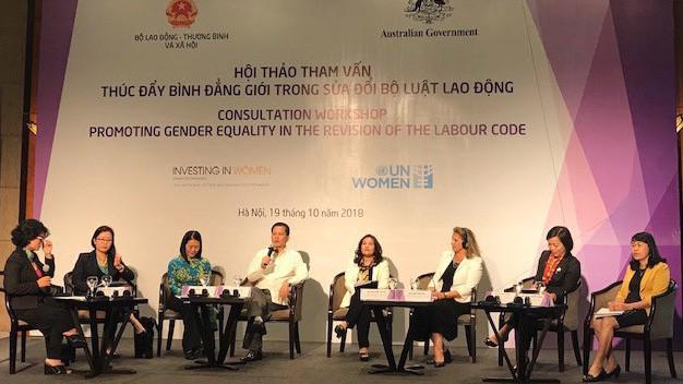 Hội thảo thúc đẩy bình đẳng giới trong sửa đổi Bộ Luật Lao động sáng 19/10.